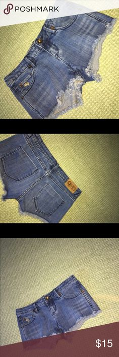 Urban Outfitters Jean Shorts UO jean shorts!! In great condition, size 3 / or 26 Urban Outfitters Shorts Jean Shorts