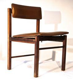 Jorge Zalszupin (atribuído). Cadeira de jacarandá maciço. Estofamento ainda original com acabamento em napa. Brasil, anos 1960.Dimensões: 47cm L x 50cm P x 73H cm