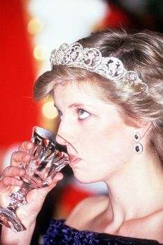 69 Photos of Royals Drinking - Picturs of the British Royal Family Drinkin
