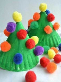 14 Easy Christmas Crafts for Kids to Make Ah, the memories I have of making fun Christmas crafts that would get hung up Kids Crafts, Christmas Crafts For Kids To Make, Christmas Tree Crafts, Daycare Crafts, Preschool Christmas, Simple Christmas, Christmas Projects, Preschool Crafts, Holiday Crafts