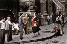 Firenze, 1951, Caffè' Gilli, Ragazza americana in Piazza della Repubblica, Ninalee Crajg, Foto Ruth Orkin
