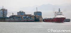 [세월호 인양]반잠수식 선박 예인작업 준비하는 세월호 : 포커스뉴스