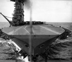 Aircraft carrier USS Saratoga seen from an aircraft that was just launched. (photo) Date and location unknown (? Us Navy Aircraft, Navy Aircraft Carrier, Churchill, Mchale's Navy, American Aircraft Carriers, Uss Lexington, Navy Military, Flight Deck, United States Navy