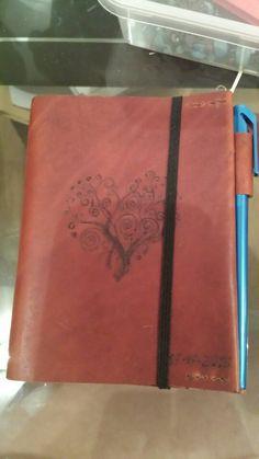 Libro hecho a mano con funda de cuero y pirograbado. Regalo de boda .