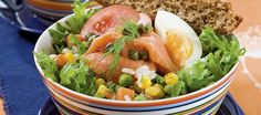 Marinoitu riisi-lohisalaatti