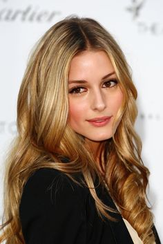 beautiful dark golden blonde hair color and style My Hairstyle, Pretty Hairstyles, Curly Hairstyles, Hairstyle Ideas, Wedding Hairstyles, Olivia Palermo Hair, Color Rubio, Glamour Hair, Golden Blonde Hair