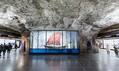 Fridhemsplan  Fridhemsplan – Ingegerd Möller and Torsten Renqvist Möller and Renqvist created an array of exhibits around the station relating to the sea (1975), pointing to the ongoing protests at the time from conservationists. This particular glass case holds a small sailing boat or blekingeeka