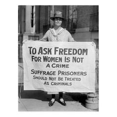 """Old photo of women's suffrage picket demonstrating for freedom for Alice Paul, 1917. """"To ask freedom for women is not a crime. Suffrage prisoners should not be treated as criminals."""" Women In History, World History, Ancient History, Tudor History, History Museum, Old Pictures, Old Photos, Today Pictures, Les Suffragettes"""
