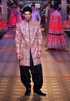 Manish Malhotra http://www.manishmalhotra.in/flash.html @ Delhi Couture Week 2012