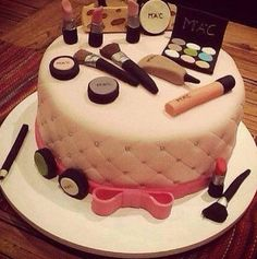 This is the coolest Mac cake idea ever(: Pretty Cakes, Cute Cakes, Beautiful Cakes, Amazing Cakes, Teen Cakes, Girl Cakes, Cake Girls, Make Up Cake, Let Them Eat Cake
