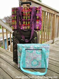 Laptop Bag Tutorial (I like this one because it's zippered. I prefer that in a bag.) #Crafts #Sewing #Tutorial