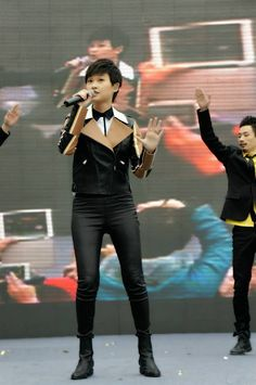 Li Yuchun Chris Lee in Fendi - In Concert 10