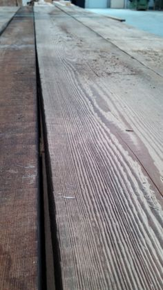 Larice spazzolato biotermico - Centurioni 1880 Texture, Wood, Crafts, Madeira, Woodwind Instrument, Surface Finish, Wood Planks, Crafting, Trees