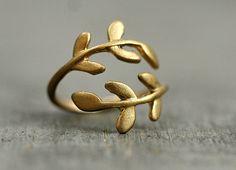 Zarter handvergoldeter Ring mit Zweigen / tiny golden ring in shape of branches by Villa Sorgenfrei via DaWanda.com