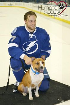 Victor Hedman with Willy, a dog from The Humane Society of Tampa Bay (Source: @HumaneTampaBay)