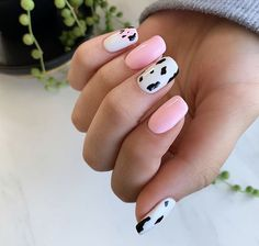 Are you looking for pink nail design ideas? Check out these 45 awesome ideas and get inspired from them. Acrylic Nails Coffin Short, Simple Acrylic Nails, Summer Acrylic Nails, Best Acrylic Nails, Spring Nails, Summer Nails, Cute Pink Nails, Pink Nail Art, Pretty Nails