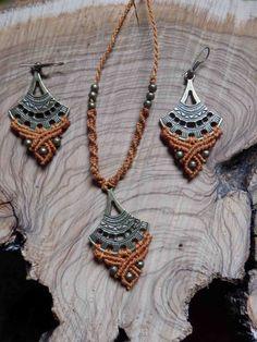 tribal ethnic necklace and earrings set golden orange Conjunto collar y pendientes macrame dorados y naranjas