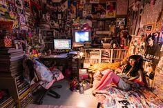 "In his new photo book, ""Onago Room,"" Shiori Kawamoto opens the door to the mystery of ""girls' rooms. Dream Rooms, Dream Bedroom, Grunge Bedroom, Punk Bedroom, Hippie Bedrooms, Tokyo Apartment, Hippy Room, Retro Room, Indie Room"