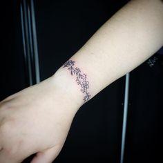 #floral #floraltattoo #fineline #finelinetattoo #tattoo #flowers #flowertattoos #inkart #inked Tattoo Studio, Leaf Tattoos, Print Tattoos, Inked, Floral, Florals, Flower, Flowers