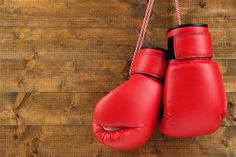Fitnessboxen ist ein sportliches Boxtraining für beide Geschlechter, mit dem sich die Trainierenden fit halten können und ihre Schlagfertigkeiten trainieren. Das Fitnessboxen baut Aggressionen ab u...