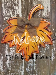 Fall Leaf Fall Decorations, Seasonal Decor, Holiday Decor, Fall Crafts, Home Crafts, Fall Door Hangers, Burlap Crafts, Thanksgiving Wreaths, Booth Ideas