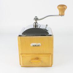 la Bodega Antiques. Vintage Dutch PeDe box coffee mill grinder. Model 344.