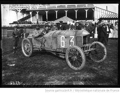 Lebouc sur Sizaire [et Naudin, Grand prix de voiturettes, course automobile à Dieppe, le 6 juillet 1908] : [photographie de presse] / [Agenc...