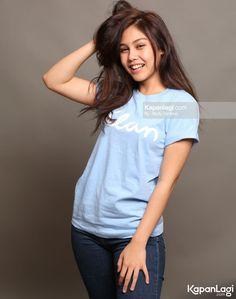 Vanesha Prescilla Islamic Quotes Wallpaper, Indonesian Girls, Muslim Girls, Celebs, Celebrities, Beautiful Ladies, Cute Couples, Female, Nike