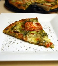 kale pesto pizza plated 1