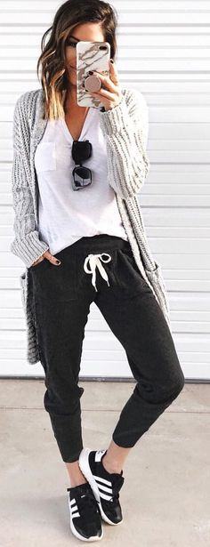 Gorgeous Winter Outfits To Wear ASAP - Herren- und Damenmode - Kleidung Sporty Outfits, Casual Winter Outfits, Spring Outfits, Cute Outfits, Black Outfits, Winter Weekend Outfit, Casual Sunday Outfit, Cute Lounge Outfits, Stylish Mom Outfits