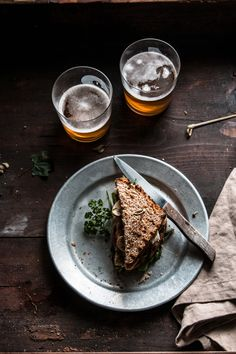 Toast con crudo, bietoline, champignon e brie