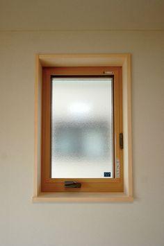 和室の窓は、ポイントで白木の窓枠を使いました。 #和室 #白木 #畳 #工藤工務店 Windows, Decor, House, Frame, Home, Home Decor