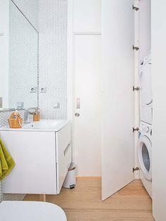 bano-blanco-con-zona-de-lavado Home Appliances, House Design, Small Bathroom Inspiration, Home, Minimalist Showers, Shower Room, Bathroom, Bathroom Design, Room Layout
