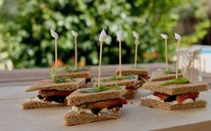 Mini Sandwiches, Caramel Apples, Crepes, Place Card Holders, Desserts, Lactose, Index, Food, Voici