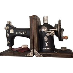 Interesting Choose the Right Sewing Machine Ideas. Cleverly Choose the Right Sewing Machine Ideas. Sewing Room Design, Sewing Room Decor, Sewing Studio, Sewing Machine Tables, Sewing Machine Drawers, Sewing Table, Small Sewing Rooms, Vintage Sewing Machines, Vintage Sewing Rooms