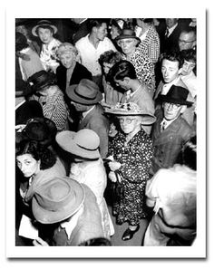 Max Dupain - Queing at the lottery office c. 1950