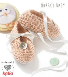 KATIA Official Website - Knitting yarns, fabrics, books and free patterns by Katia Knit Baby Booties, Booties Crochet, Crochet Baby Shoes, Diy Crafts Knitting, Diy Crafts Crochet, Tricot Baby, Baby Bootees, Baby Knitting Patterns, Slippers