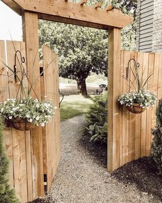 DIY Garden Gates Projects DIY Garden Gates Projects The perennial lawn is one method to beat the need to redo your garden every year and does have a tendency to decrease Backyard Projects, Outdoor Projects, Easy Projects, Garden Projects, Cerca Diy, Backyard Gates, Small Backyard Landscaping, Landscaping Ideas, Fenced In Backyard Ideas