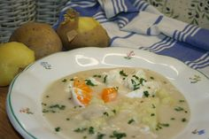 Tvaroh osolíme, promícháme s kmínem a necháme v chladu 3-4 dny.Ochucený a rozleželý tvaroh rozšleháme v horkém vývaru, uvedeme k varu a zahustíme... Soup, Eggs, Breakfast, Recipes, Morning Coffee, Egg, Soups, Ripped Recipes