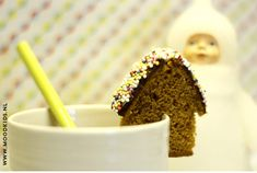 DIY mug topper & how to make a cute little gingerbread house in less than a minute ! Food Humor, Funny Food, Winter Treats, Diy Mugs, Pan Bread, Healthy Treats, Kids Meals, Cookie Recipes, Gingerbread