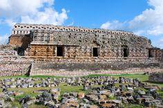 El Palacio de las Máscras, uno de los íconos mayas en el territorio de Yucatán. http://www.cancun-online.com/Cancun/