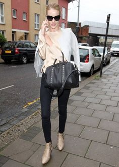 Givenchy Lucrezia Style · Rosie Huntington Whiteley in FRAME Le Skinny de  Jeanne in Film Noir Denim Fashion fffecb1d99ef4