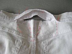 How to alter pants (waistband at center back) Altering Pants, Altering Clothes, Techniques Couture, Sewing Techniques, Clothes Crafts, Sewing Clothes, Sewing Hacks, Sewing Tutorials, Sewing Tips