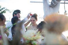 Essa noiva teve 3 casamentos a dois (Bali, Índia e Japão) e um mini wedding no Brasil. Couple Photos, Concert, Couples, Mini, Bali Wedding, Grooms, Weddings, Brazil, Events