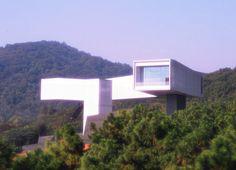 il Nanjing Sifang Art Museum, primo museo cinese costruito con l'idea di rendere omaggio all'architettura moderna.  https://tuttacronaca.wordpress.com/2014/01/12/quando-il-museo-e-in-se-unopera-darte/