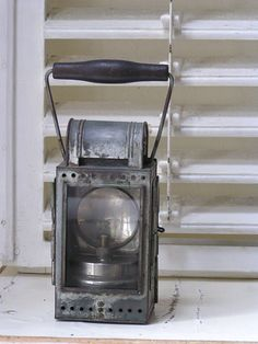 oude hand lamp, stoere brocante | www.desoetelaer.nl