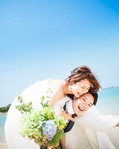 小物なしで撮れる♡ふたりの仲睦まじさが伝わる《自然体》なウェディングフォトのポーズ7選 | marry[マリー] Wedding Styles, Wedding Photos, Photography Poses, Wedding Photography, Photo Poses, Bride, Couples, Beach, Suits