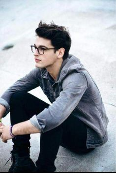 If I had to create the perfect looking guy.he would look just like Blake Steven Boys Lindos, Blake Steven, Cool Mens Haircuts, Men Hairstyles, Drawing Hairstyles, Simon Lewis, Look Man, Cute Guys, Cute Men
