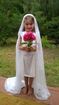 A Alice mascarada de noiva em São Pedro de Moel Girls Dresses, Flower Girl Dresses, Wonders Of The World, Alice, Wedding Dresses, Flowers, Fashion, Engagement, Dresses Of Girls