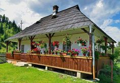 ro: Case in stil traditional romanesc - cele mai frumoase poze Outdoor Areas, Outdoor Structures, Storybook Homes, Traditional House, Wonderful Places, Home Interior Design, Decoration, Colonial, Countryside